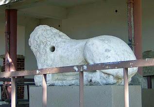 Photo: Buiten het Museum van Milete