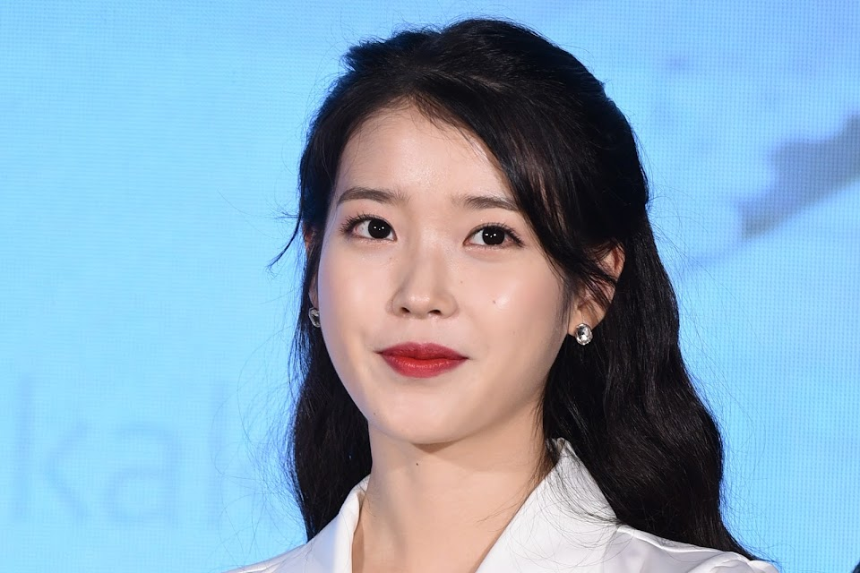 IU at a press conference