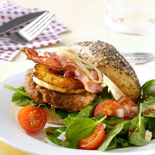Kipburgers Met Een Spinazie En Tomatensalade