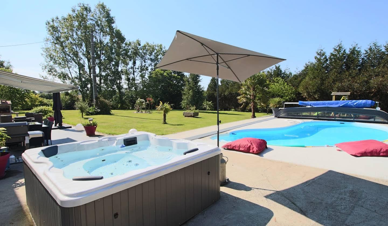 Propriété avec piscine Cormolain