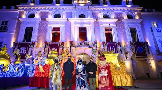 Los Reyes Magos regalan ilusión en Almería en el año que más lo necesitamos