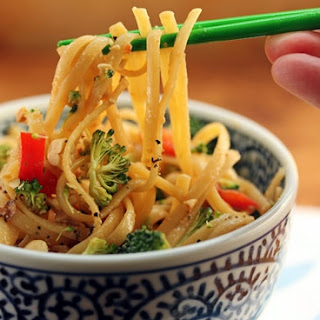 Quick and Easy Chilled Miso Noodles with Broccoli, Bell Pepper and Peanuts Recipe