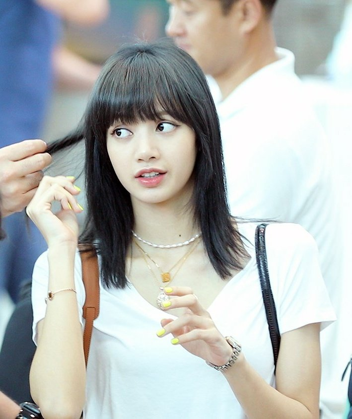 lisa black hair6