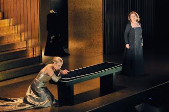 Photo: ANNA BOLENA am Teatro Liceu Barcelona (Februar 2011). Elina Garanca und edita Gruberova. Foto: A.Bofill/Teatro Liceu