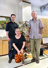 Photo: KÜNSTLERGESPRÄCH MIT CONSTANTIN TRINKS (10. JUNI 2014). Interviewerin: Dr. Renate Wagner. Maler Kurt Heiling ist der dritte auf dem Foto. Foto: Barbara Zeininger
