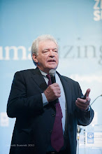 Photo: Prof. Georges Kohlrieser talks on High Performance Leadership in a Changing World