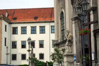 Photo: Fragment zamku w Brzegu oraz barokowy kościół