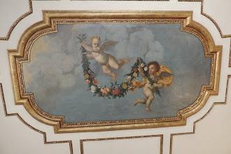 Photo: Kabinett des Kurfürsten - Das Deckengmälde mit den zwei Putten ist aus der kurfürstlichen Zeit erhalten.