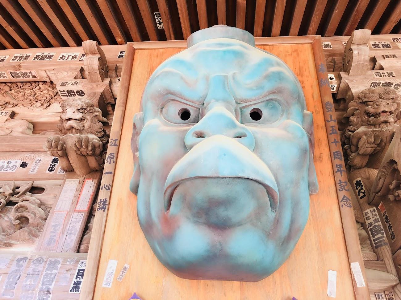 A giant tengu face