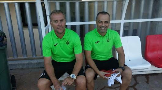 Sebas López (izquierda), y Gabi Belmonte en el banquillo del Pulpileño.