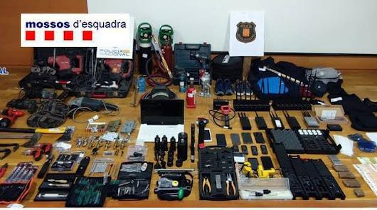 Cae una peligrosa banda que robó la caja fuerte de una empresa de Almería