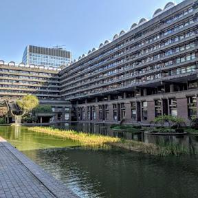 団地マニア必見! 迫力のブルータリスト建築、ロンドン中心部のマンモス団地「バービカン・エステート」