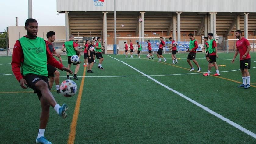 Los jugadores del CD El Ejido siguen con su puesta a punto.