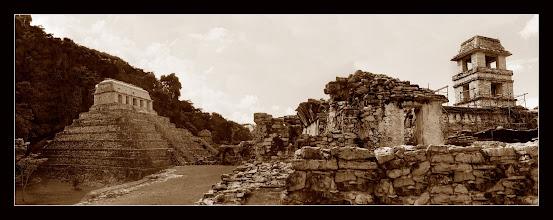 Photo: Pirámide de las Inscripciones y el Palacio - Palenque, Chiapas