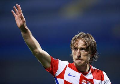 Kroatische ster Luka Modric houdt het niet droog na bereiken mijlpaal en staande ovatie ploegmakkers