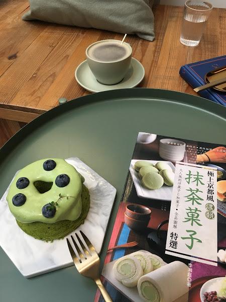 抹茶藍莓戚風蛋糕搭配柚子伯爵茶好吃耶!謝謝🙏
