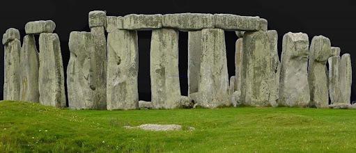 Photo: Magie der Steine  Diese Steine wurden zu einer Zeit aufgestellt, da die Menschheit noch kein Wagenrad kannte. Vermutlich war das zwischen 100 und 1500 Jahre vor Christus. (siehe: Kelten und Druiden) one of Britain's most famous landmarks