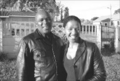 CONFUSION: Eastern Cape Aids activist Mbulelo Dyasi and his wife Chuma. © Sowetan.