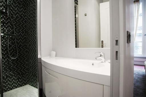 Bathroom - 2 bed apartment
