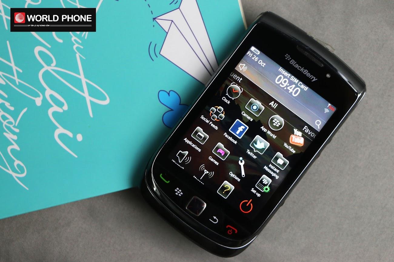 Khả năng hiển thị ngoài của BB 9800 cũng được đánh giá tương đương với các dòng BlackBerry đời mới