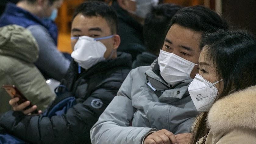 Ciudadanos de Shanghai protegidos con mascarillas contra el coronavirus.