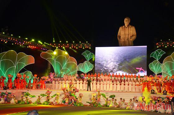 Khai mạc Lễ hội Làng Sen 2015 mừng sinh nhật Bác