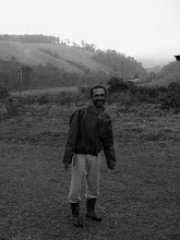 Photo: A camponês greets me on his way into town where plans to buy some supplies, a few miles away.