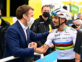 De twee leiders van hun land: hartelijke begroeting tussen Alaphilippe en Macron op Luz Ardiden