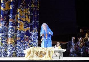 Photo: Wiener Staatsoper: TURANDOT. Inszenierung: Marco Arturo Marelli. Premiere 28.4.2016. Lisa Lindström., Anita Hartig. Copyright: Wiener Staatsoper/ Michael Pöhn