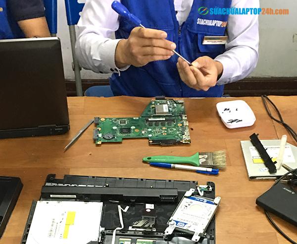 sua-chua-loi-nguon-laptop-lay-ngay 2