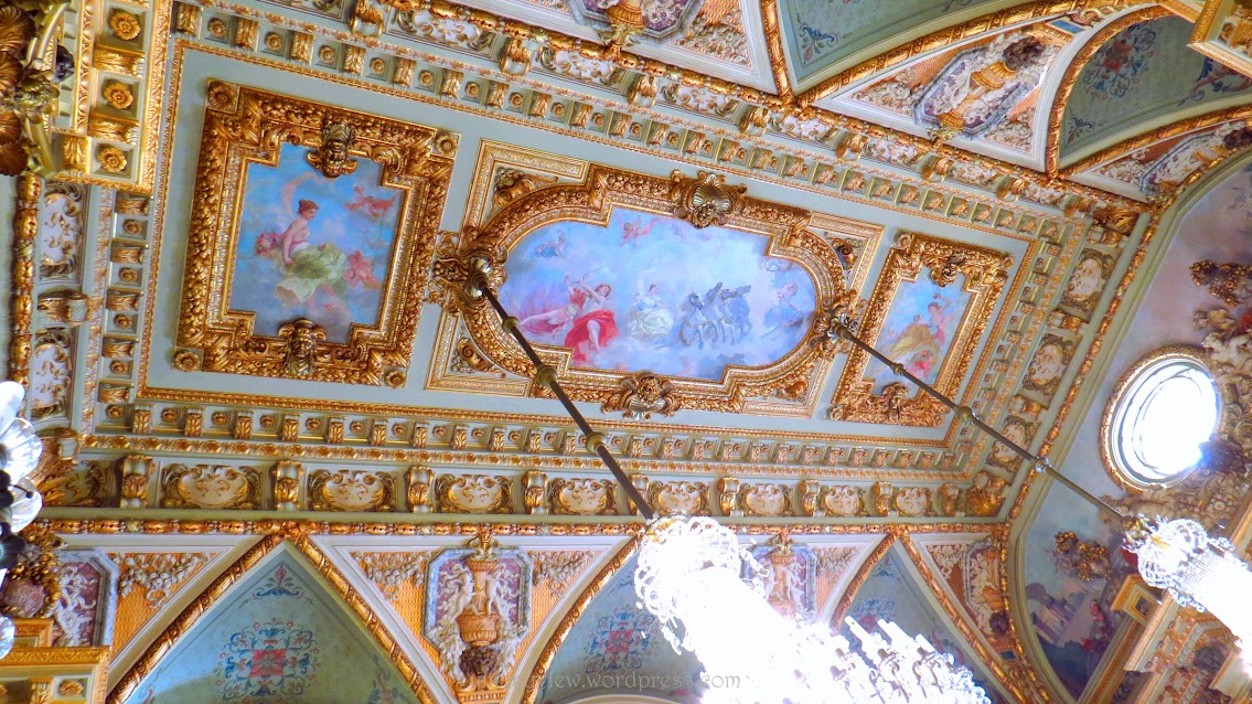 Look at the attention to details, even on the ceilings!