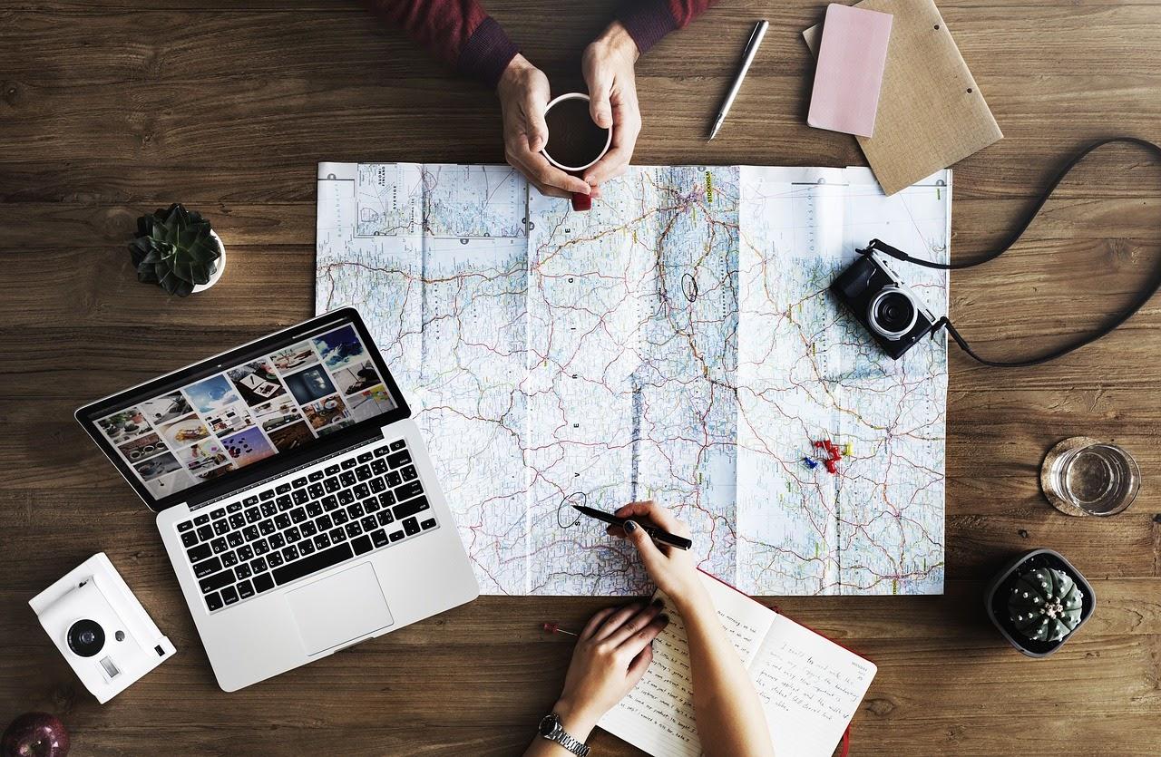 Mempersiapkan rencana perjalanan