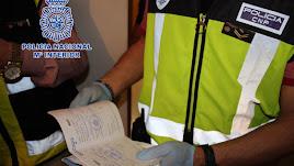 La Policía Nacional detiene a cuatro personas extranjeras integrantes de un grupo organizado.