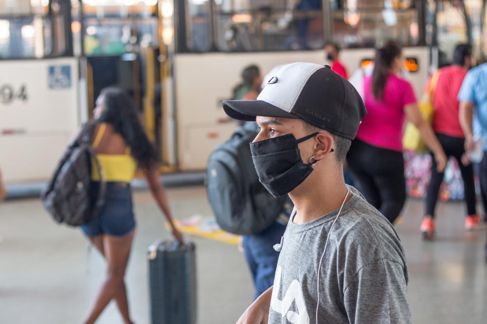 Em meio à crise, o transporte público de Teresina opera longe de condições ideais de higiene. (Fonte: Marcos Casiano/Shutterstock)