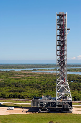MOBILE LAUNCHER MOVE TO EAST PARK SITE.