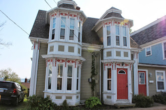 Photo: The five sided bay window is typical of Lunenburg.