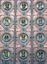 Photo: A bazilika főbejárata csak különleges eseményekkor van nyitva, a kapun a 12 apostol látható