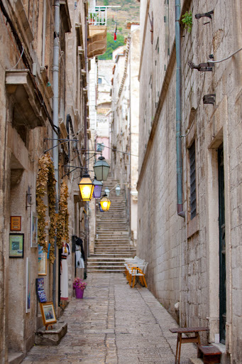 Dubrovnik-alleyway.jpg - One of the dozens of alleyways that connect to the main walkways in Old Dubrovnik.