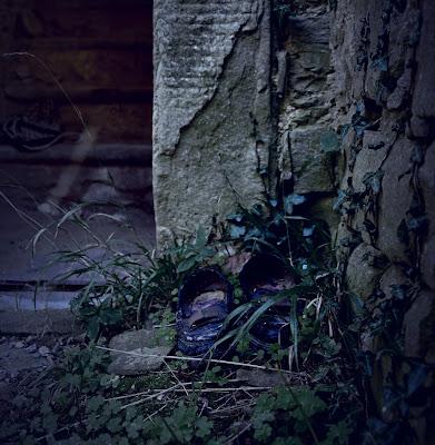 Scarpe abbandonate di selena_corsellini