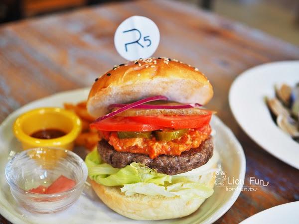 R5 Bistro & Cafe。檜意森活村旁人氣餐廳,義大利麵漢堡燉飯甜點!