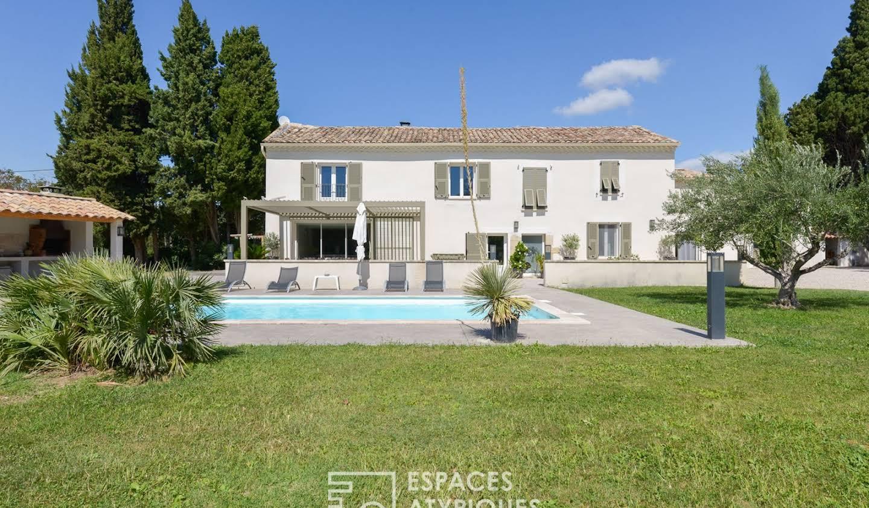 Maison avec piscine et terrasse Travaillan
