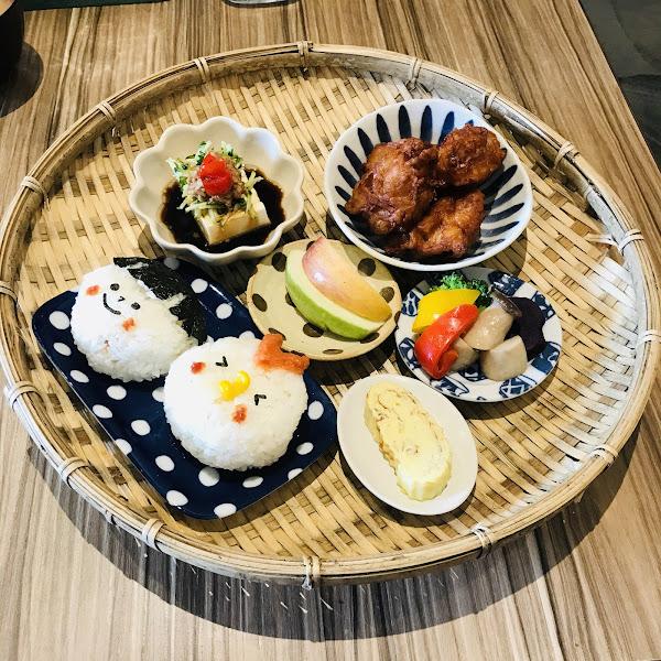 開動了 日本家庭料理  地址:高雄市左營區華夏路590號  營業時間:AM 11:00 ~ AM14:00 (週日、週一公休)  訂位專線:0970504118  這間其實我超喜歡😍  為了Q版的飯