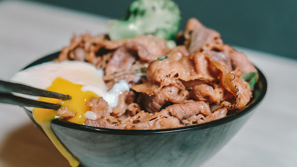 小牛丁次郎坊燒肉丼 基隆廟口支店