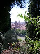 Photo: Rustdag in Verona Temp.maximum: 22 graden, Wind: 4 Bfr, Windrichting: z.w. Weerbeeld: warm - zonnig. ODO totaal: 1398 km Vanaf het terras van de camping, naast de tentjes.