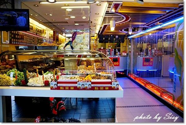 台灣鹽酥雞創始總店(原台灣第一家鹽酥雞)~60餘種豐富食材及華麗店面,最適合帶國外友人前來嚐鮮~香甜炸蘋果、炸OREO