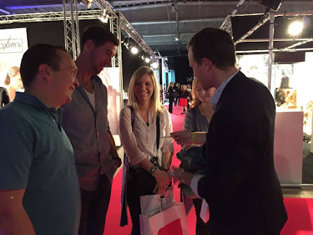 The advantages of hiring a magician at your fair booth