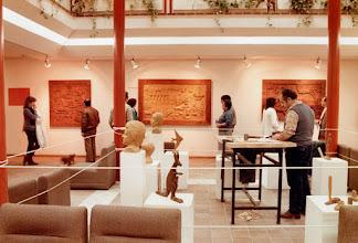 Photo: Exposición en el Centro Socio Cultural ''Caleidoscopio'' de Móstoles, en 1986. || Talla en madera. Woodcarving.   Puedes conocer más de este artista en el blog: http://tallaenmadera-woodcarving-esculturas.blogspot.com/
