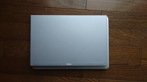Ultra note Mac book air 重ねる