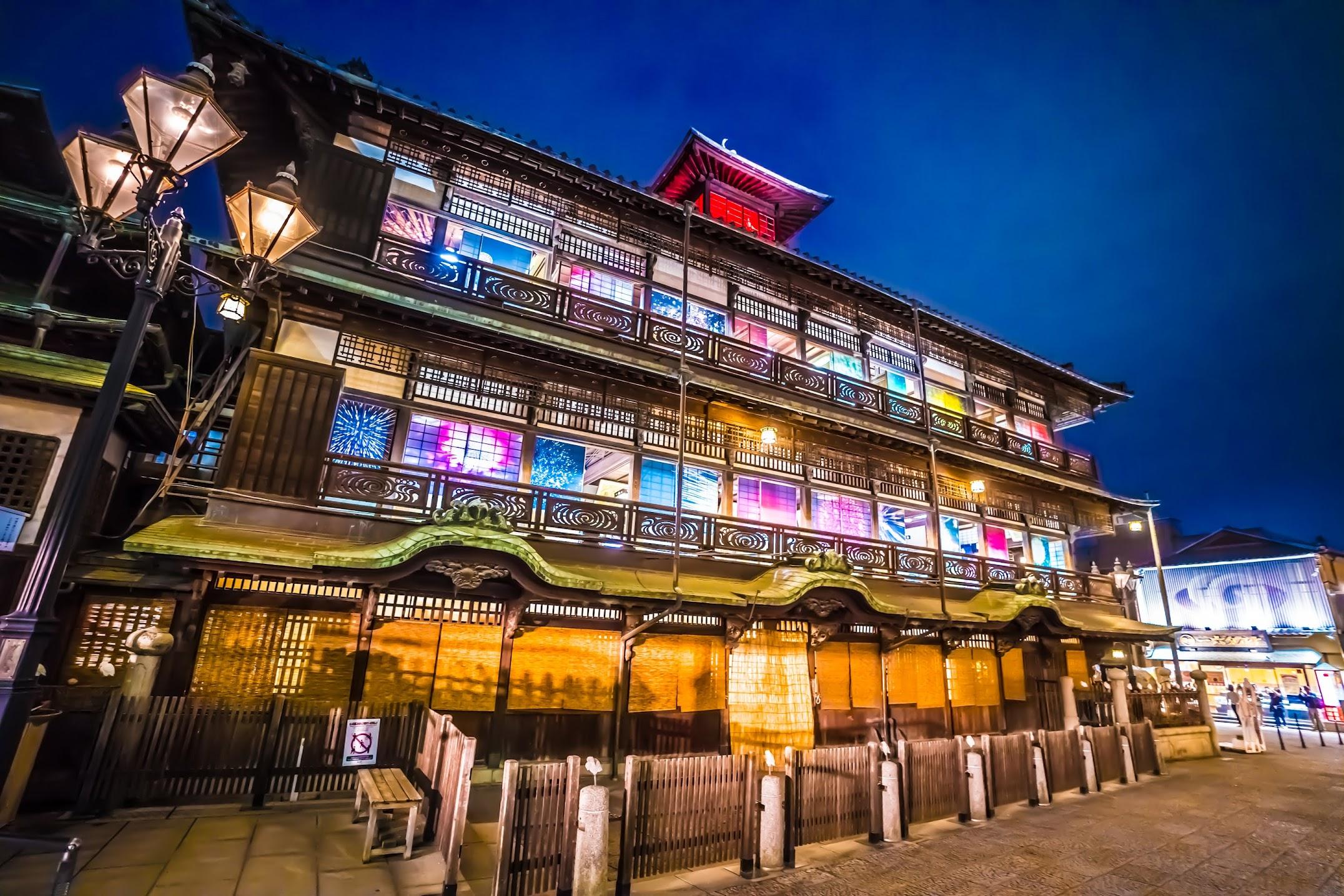 Dogo Onsen Honkan light-up4