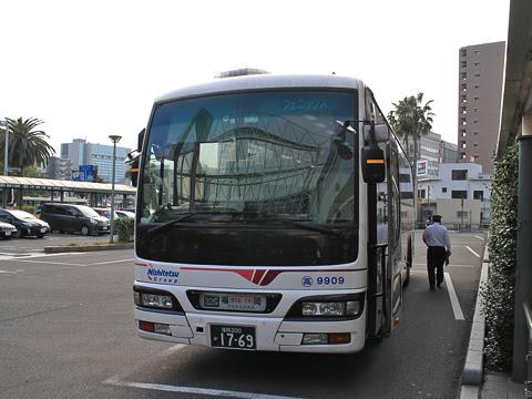 西鉄高速バス「フェニックス号」 9909 宮崎駅改札中